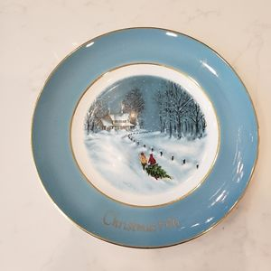 Avon 1976 Christmas Wedgwood Collectors Plate